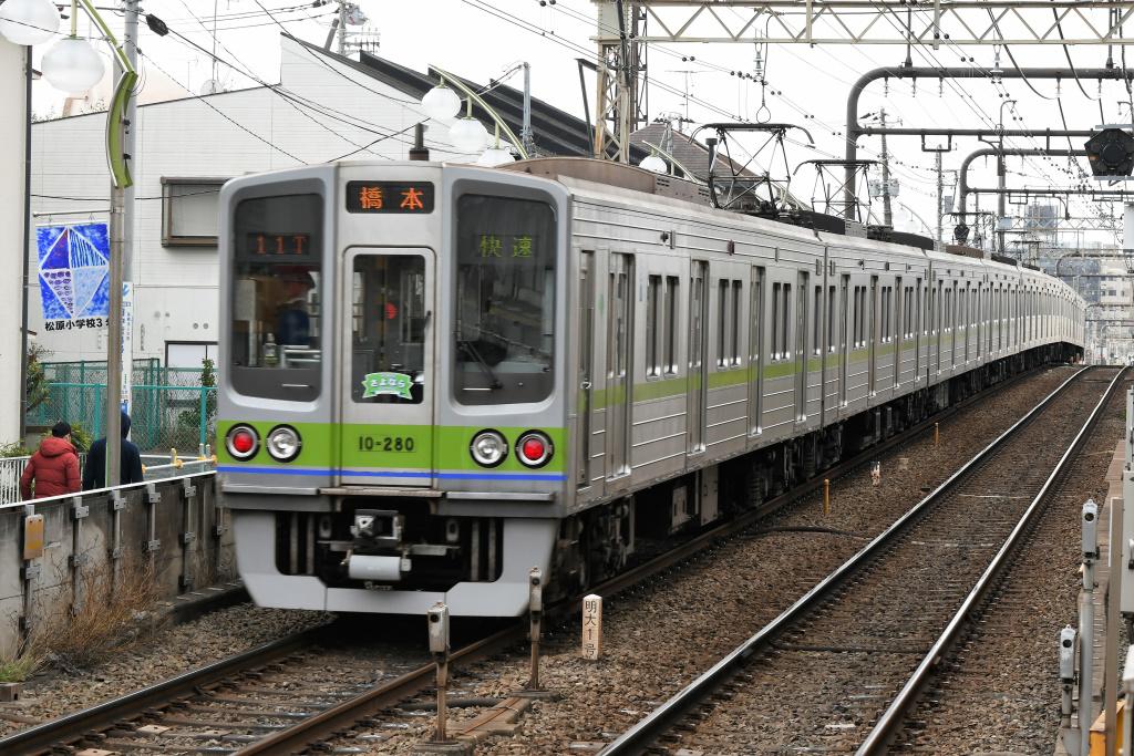 都営地下鉄新宿線 10-000形 3