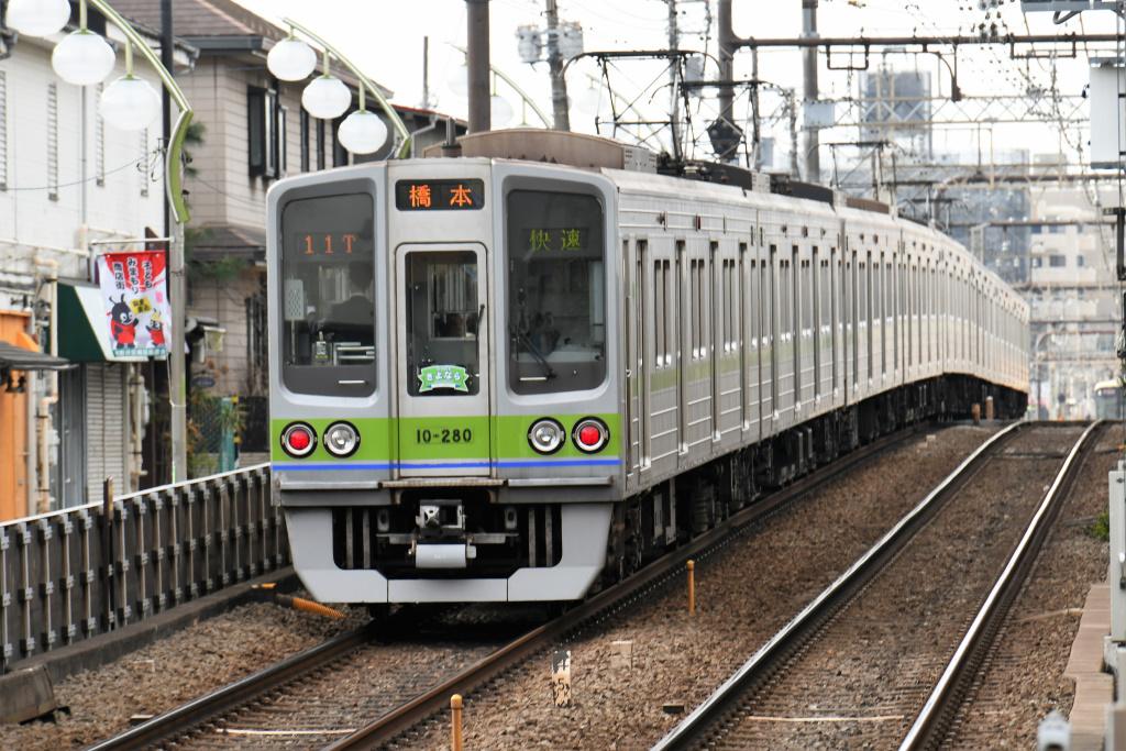 都営地下鉄新宿線 10-000形 4
