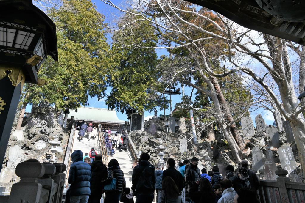 大本堂前 階段
