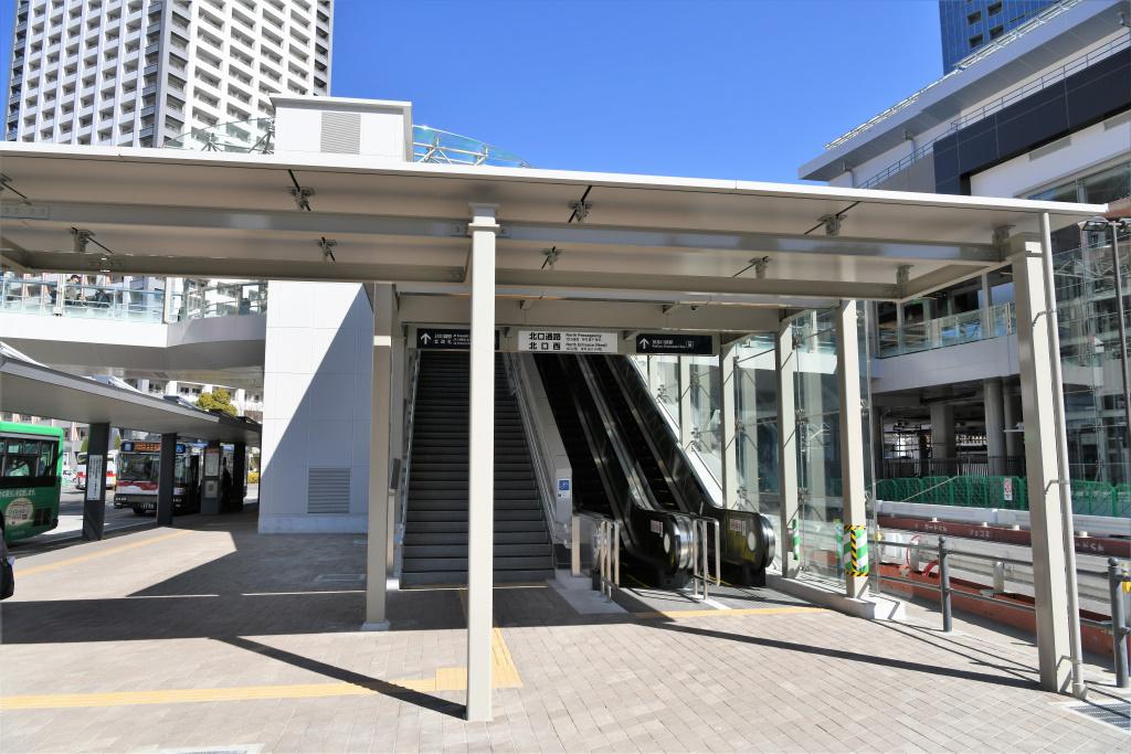 JR川崎駅 バスロータリー ラゾーナデッキ 昇降口