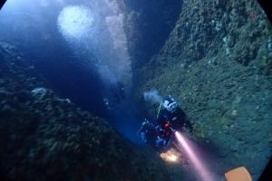 熱海ダイビング冬季限定ポイント洞窟 (2)
