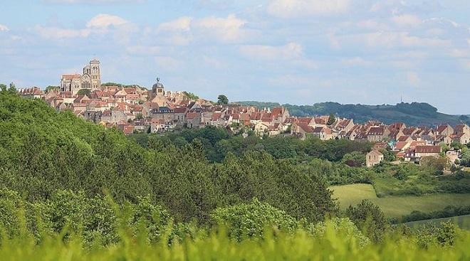 Village_de_Vézelay_vue_de_la_Goulotte