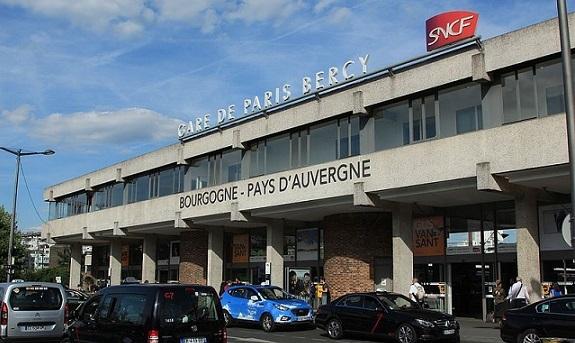 Bâtiment-voyageurs_de_la_gare_de_Bercy_(1)_par_Cramos
