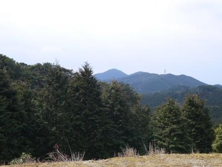 正面に八郎岳