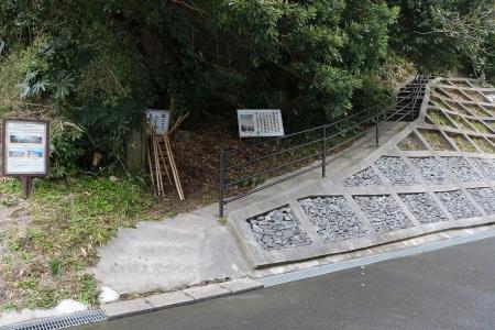 津の峯登山道入口