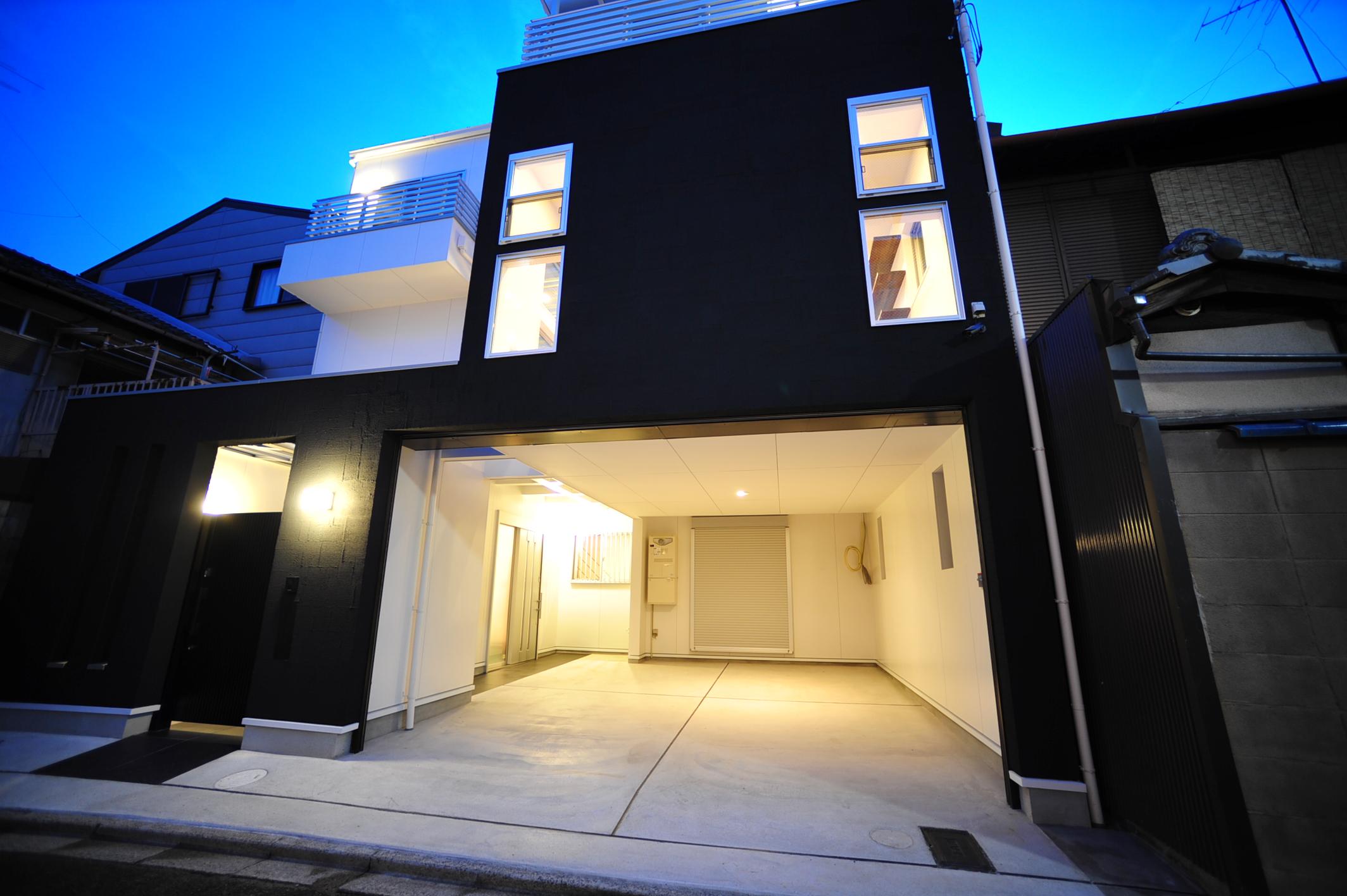 京都市右京区西院のスタイリッシュなガレージハウス!