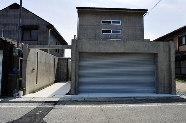 デザインファースト一級建築事務所,工務店の注文住宅 モダン住宅!京都市北区の屋上テラス、ジャグジーがある家!