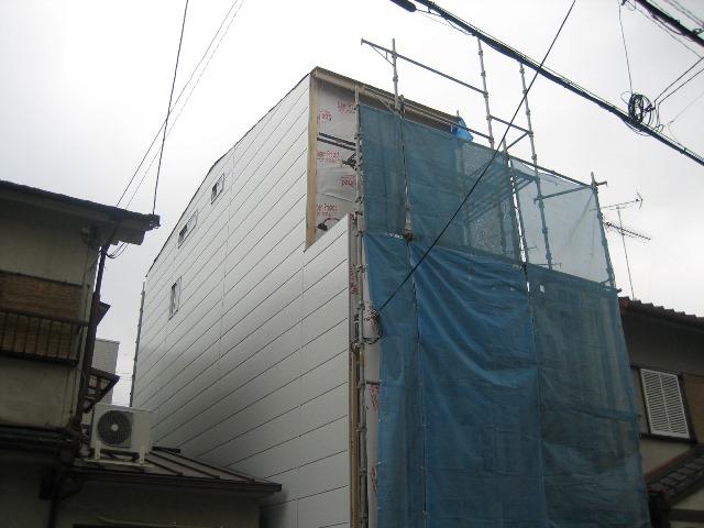 京都府、京都市、右京区、西京極、モダン、狭小注文住宅、断熱材、プラスターボード、金属サイディング