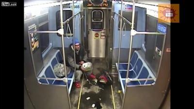 【危機一髪!】地下鉄で焼身自殺を図るも危機一髪!