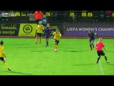 【苦笑】女子サッカー・・・キーパーに体当たり・・・ゴールも出来ず・・・