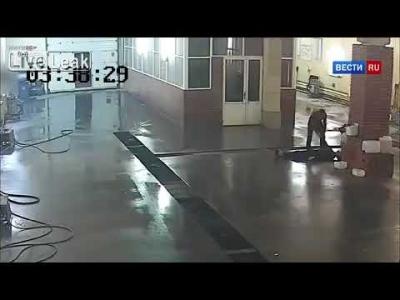 【衝撃!】夜中に来た客の洗車を断った従業員が殺された・・・(観覧注意!)