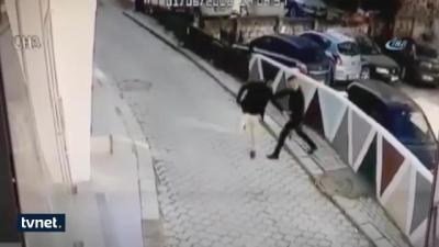 【苦笑】駐車場でのトラブルで5発以上足を撃たれる!