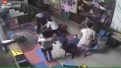 【苦笑】酔っぱらった父親が子供を虐待・・・フルボッコにされる