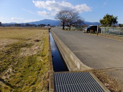 榎戸制水門から見た田んぼの風景