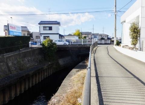 鳩川の谷間橋