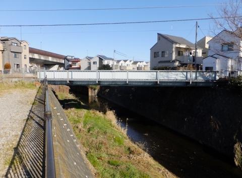 鳩川を渡る相模線