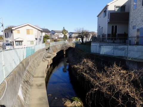 六反橋より鳩川上流を望む