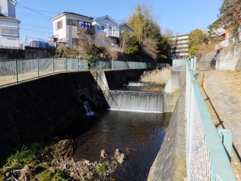 たけい橋上流鳩川の流路工