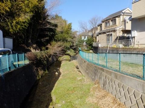 勝坂六反橋より鳩川上流を望む