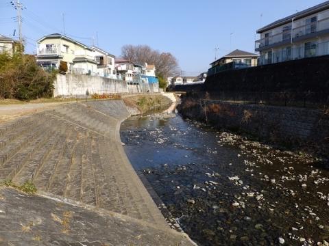 石庭橋上流鳩川の親水護岸