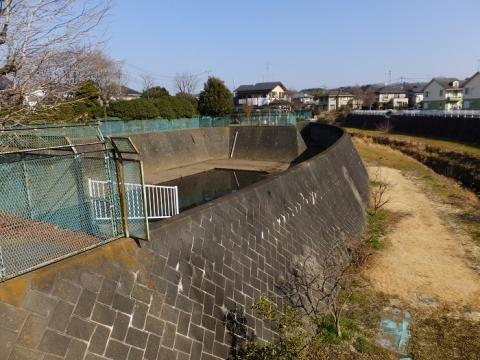薊ヶ谷(あざみがや)橋の雨水調整池