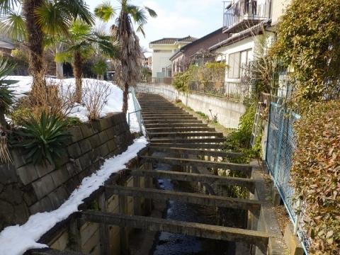 上九沢、下九沢境界を流れる鳩川