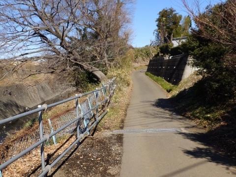 古山橋たもとの当麻山道
