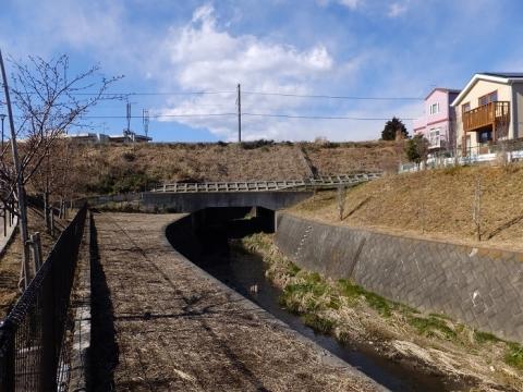 姥川を渡るJR相模線