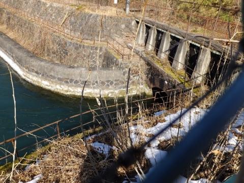 八ツ沢発電所・沈砂池末端の隧道入口