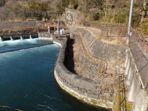 八ツ沢発電所沈砂池の付属施設