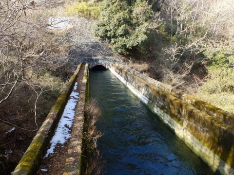 八ツ沢発電所第4号隧道出口と第3号水路橋