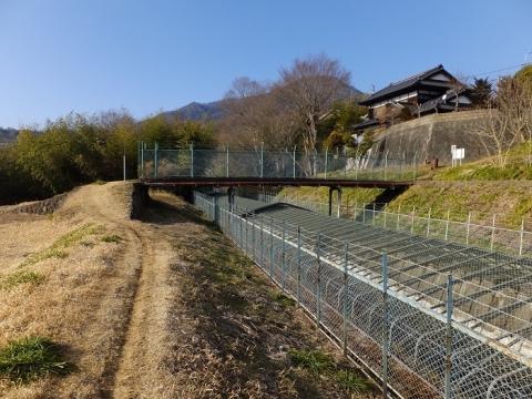八ツ沢発電所第5号隧道下流の人道橋