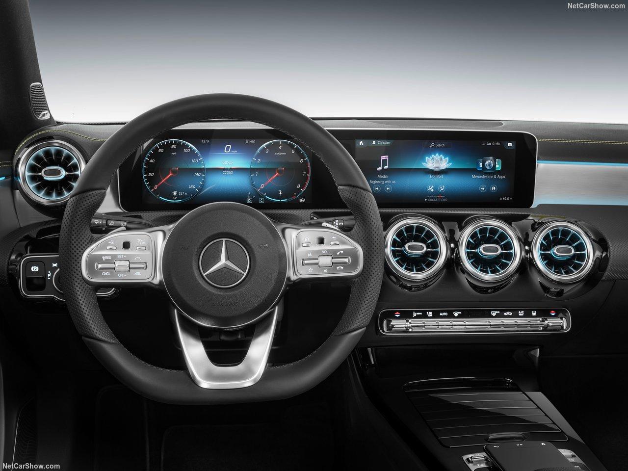 Mercedes-Benz-A-Class-2019-1280-33.jpg