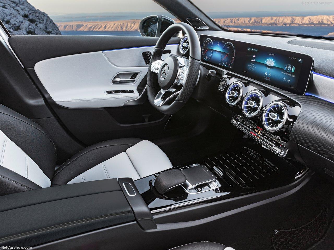 Mercedes-Benz-A-Class-2019-1280-37.jpg