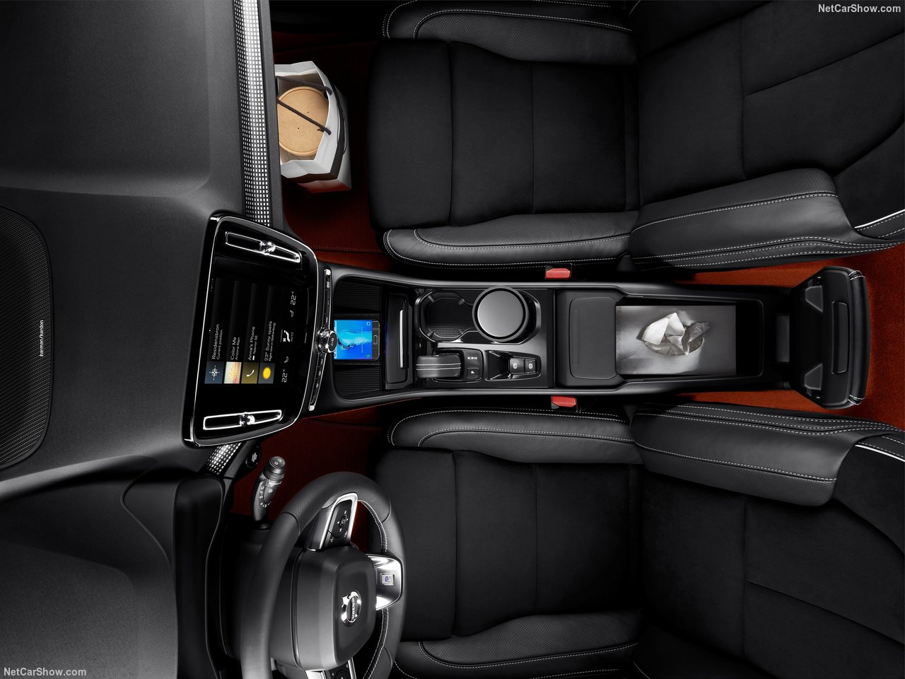 Volvo-XC40-2018-1280-6f.jpg