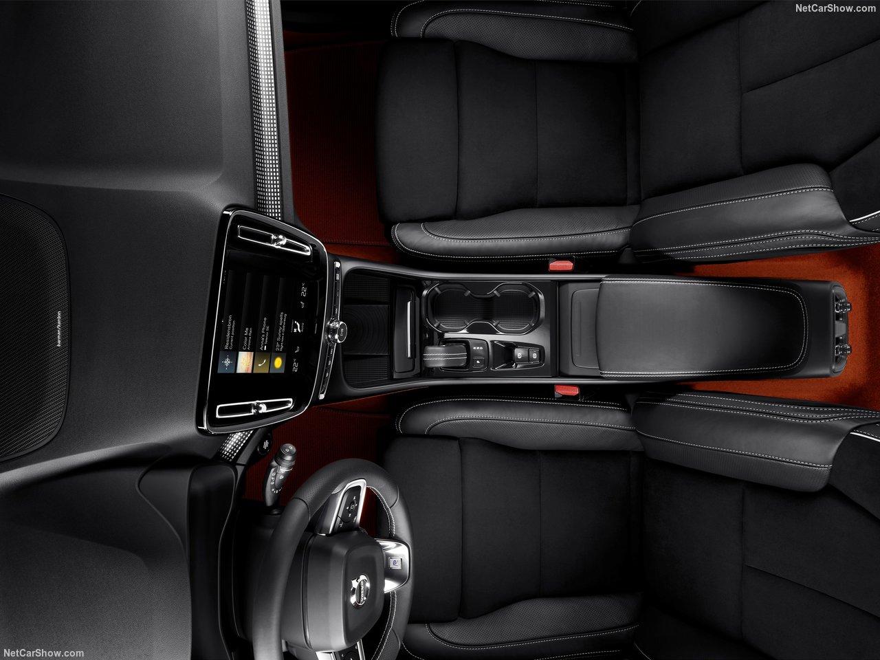 Volvo-XC40-2018-1280-70.jpg