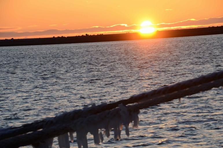 港の夕日・・・