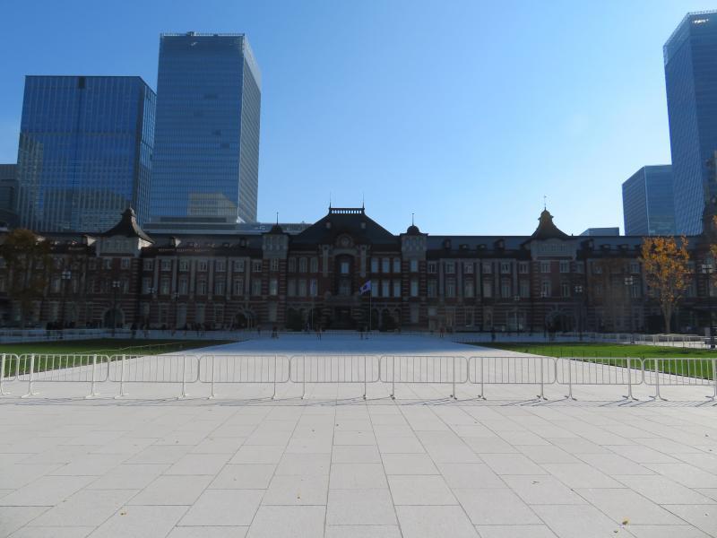 晴天の東京駅