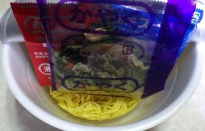1/15発売 中華三昧PREMIUM 五目辣椒白湯麺(内容物)