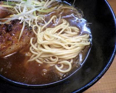 麺屋 一刃 鶏清湯ラーメン 醤油(麺のアップ)