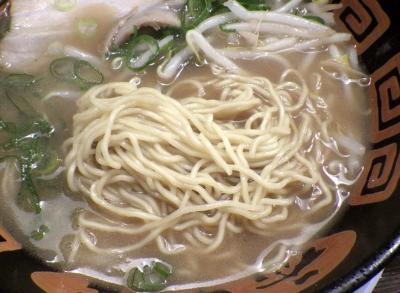 希望軒 藤井寺ソリヤ店 とんこつラーメン(麺のアップ)