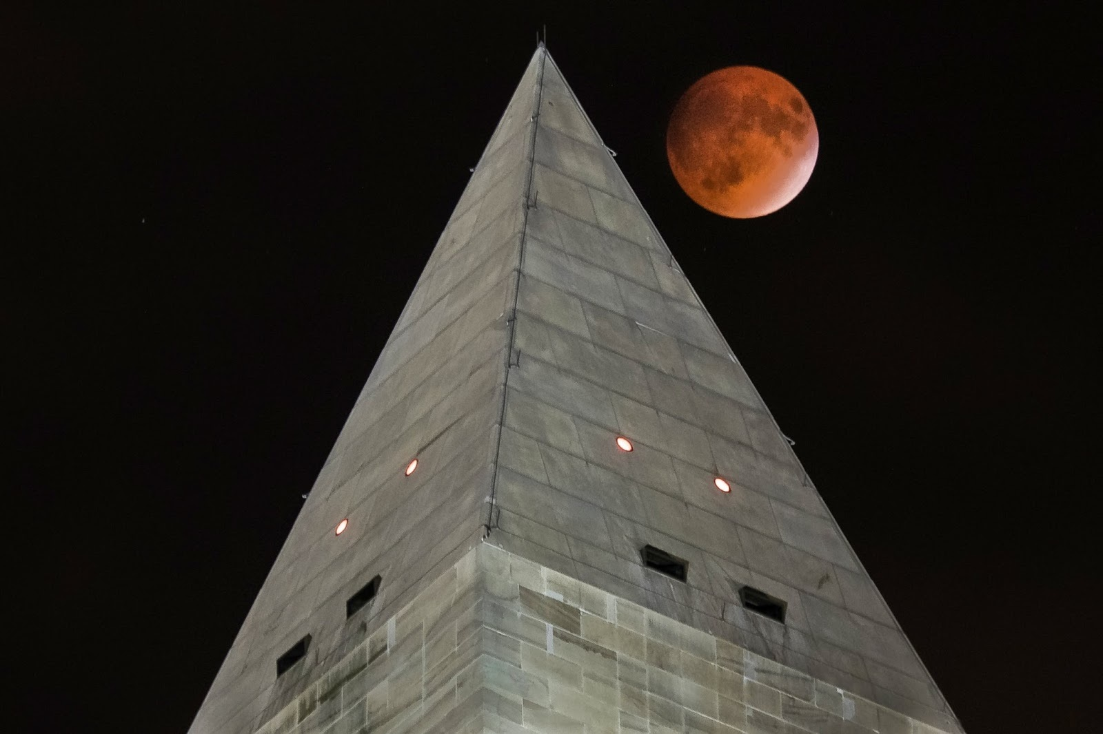 AP_supermoon_ml_150928.jpg