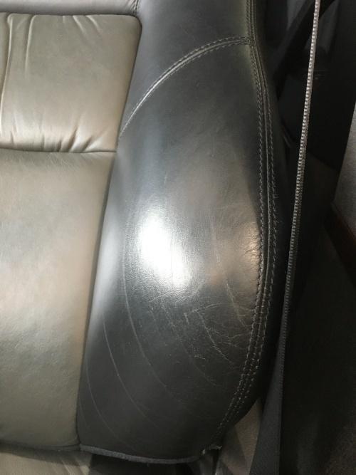 レザーシート 擦れ・傷補修 ベンツS600 (W140)