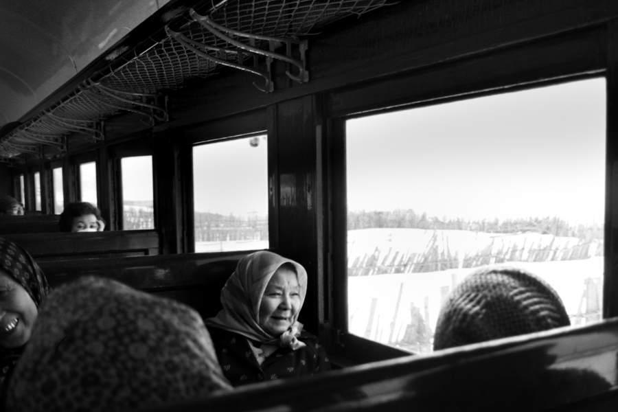 五能線 老婆と車窓の海景3 198年月 X970 AdobeRGB16bit 原版take1b