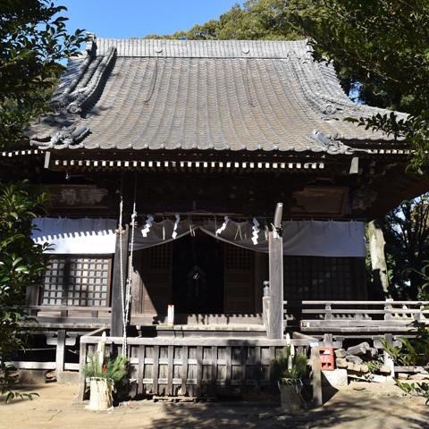 松飾りなどで化粧した三が日の月読神社(つくば市樋の沢)