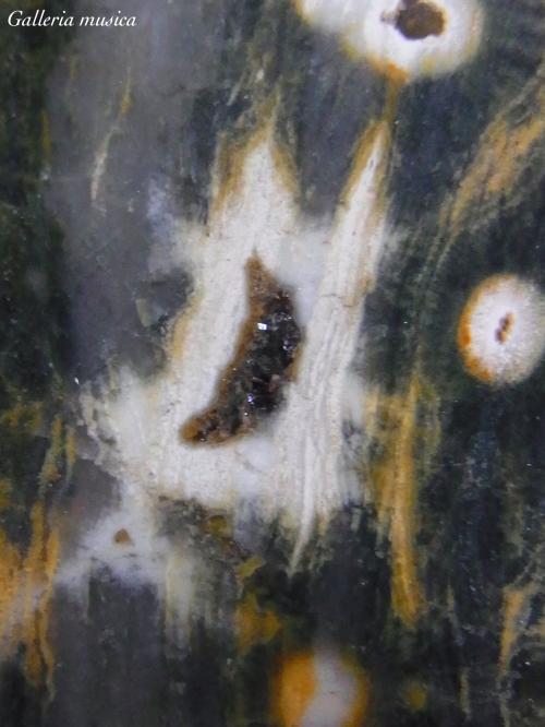 中世の天体図のような石。1