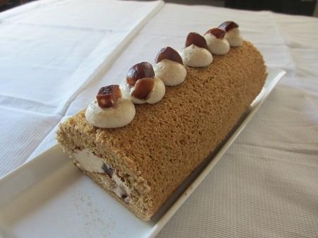 黒糖マロンロールケーキ