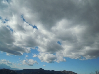 頭の上に黒い雲180104