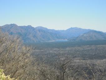 登山道から西湖180218