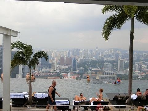 シンガポールマリナベイサンズ屋上プール